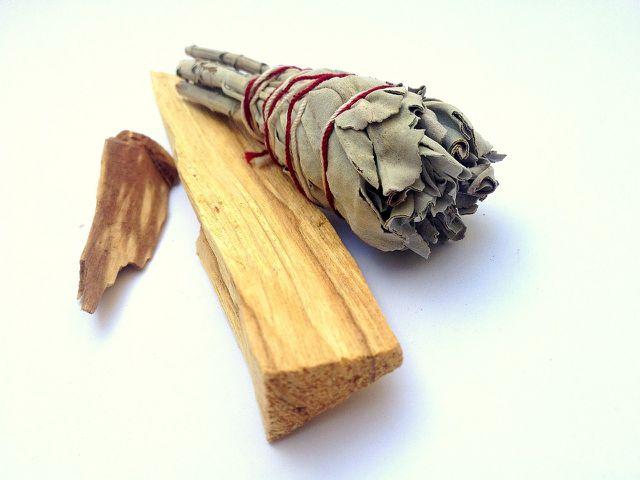Traditionell wird weißer Salbei zum Räuchern verwendet.