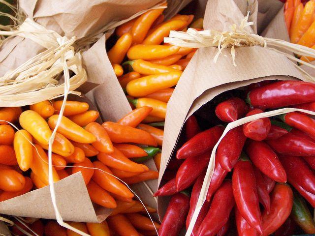 Chili Sorten unterscheiden sich im Aussehen und im Geschmack.
