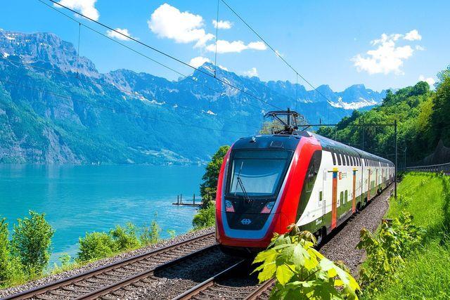 Viele schöne Urlaubsziele kannst du mit Bus und Bahn erreichen.
