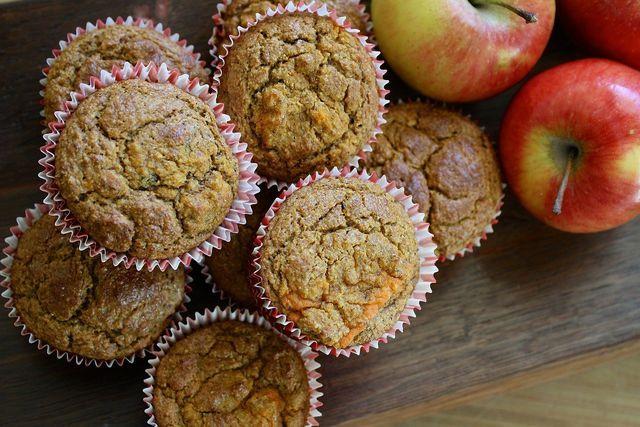 Das Rezept für Frühstücksmuffins enthält Obst und Gemüse und keinen zugesetzten Zucker.