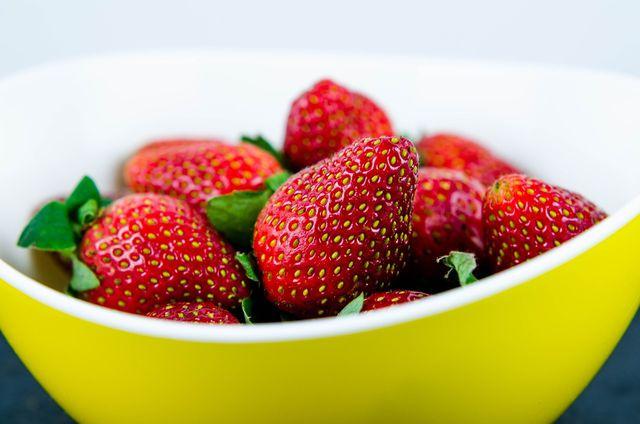 Die eigentlichen Früchte der Erdbeere sind die kleinen Kerne auf ihrer Oberfläche.
