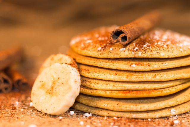Mit etwas Zimt schmecken Bananenpfannkuchen besonders lecker.