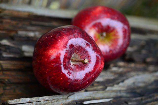 Häufig sind Äpfel mit Schellack überzogen.