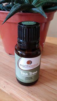Teebaumöl ist ein tolles Hausmittel gegen Pickel.