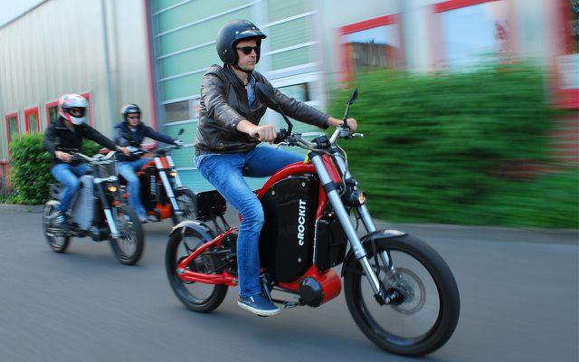 erockit e-bike motorrad in fahrt
