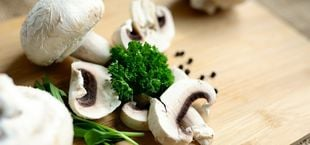 can you eat mushrooms raw