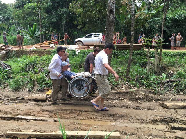 Benni Over wollte das erschreckende Ausmaß der Regenwald-Zerstörung mit eigenen Augen sehen.