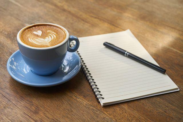 Oft können wir uns unsere Gedanken besser verdeutlichen und ordnen, wenn wir sie zu Papier bringen.