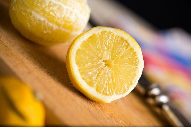 Auch Säure löst giftige Stoffe aus Melamingeschirr.