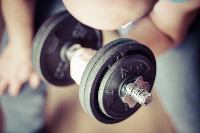 Dehnungsstreifen können auch durch extremen Muskelaufbau entstehen.