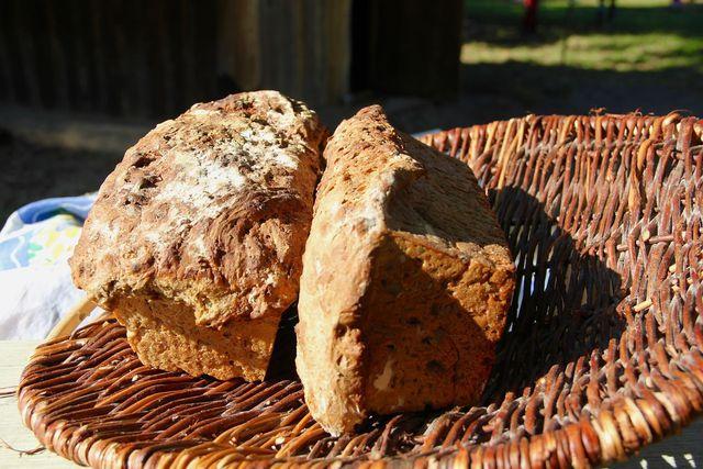 Zwiebelbrot mit selbstgemachtem Brotgewürz ist besonders aromatisch.