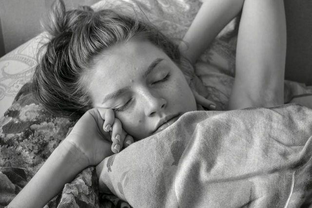 Gönne dir morgens und abends eine smartphonefreie Zone in deinem Bett.