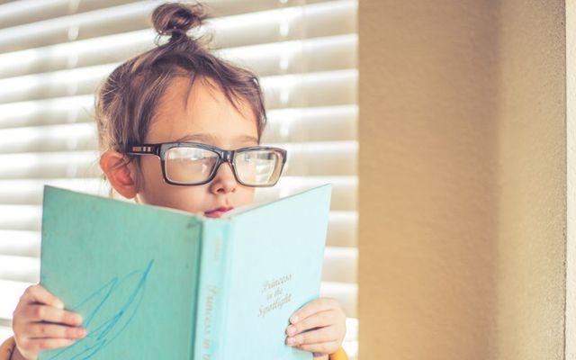 Auch so kann man Gutes tun: Vorlesepaten zeigen Kindern die magische Welt der Bücher.