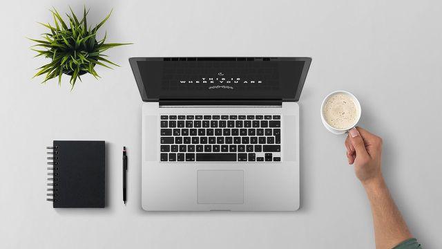 Ein aufgeräumter und minimalistischer Arbeitsplatz wirkt sich maßgeblich auf deinen Lernerfolg aus.