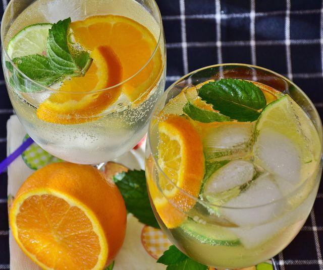Zuckersirup kannst du verwenden, um Cocktails und Limonaden zu süßen.