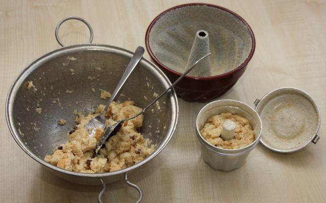 Befülle die Puddingform nur zu maximal zwei Drittel.