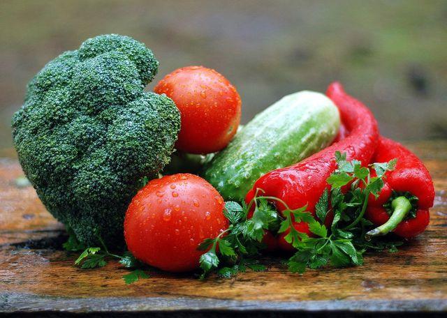 Variiere deine Sojahack-Pfanne mit verschiedenem Gemüse.