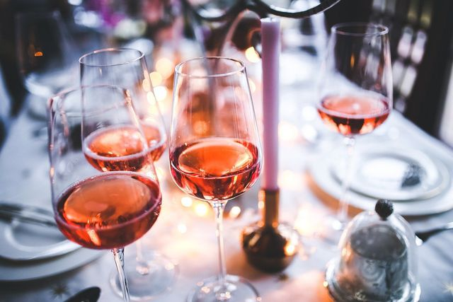 Regelmäßiger Alkoholkonsum schadet der Leber.