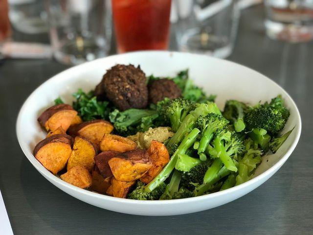 Gut kombiniert: Süßkartoffel mit Brokkoli gegen zu viel Oxalsäure.