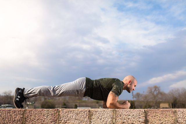 Viele klassische Fitness-Übungen sind auch als HIIT-Übungen geeignet.