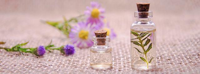 Aromatherapie mit ätherischen Ölen als Alternative zu Räucherstäbchen.