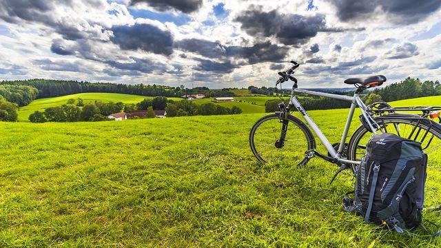 Dein Fernweh kannst du überwinden, indem du Deutschland mit dem Fahrrad erkundest.