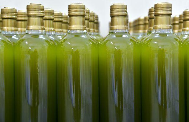 Öl aus unreifen, grünen Oliven ist besonders reich an gesunden Polyphenolen.