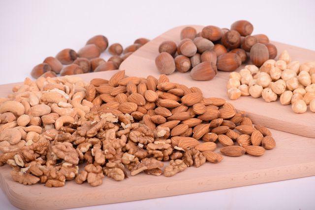 Nüsse sind gesunde pflanzliche Proteinquellen.