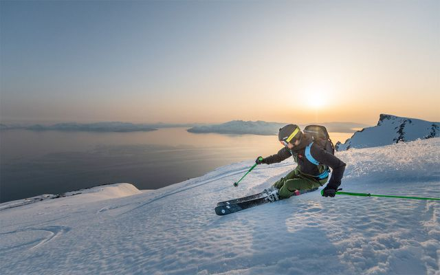 Pyua-Outdoor-Skifahrer