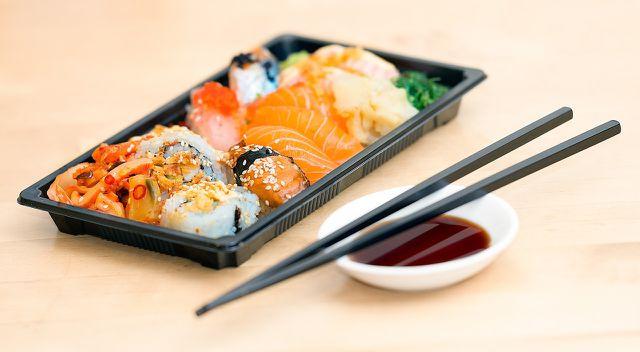 Achtung beim Sushi-Essen: Der würzige Dip, der dazu gereicht wird, ist Sojasoße.