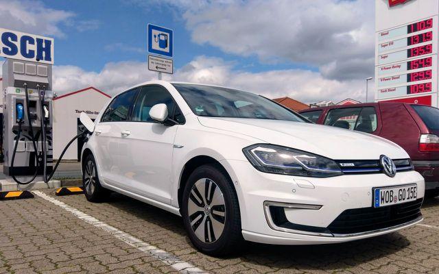 VW e-Golf 2017: per DC auf 80% laden in einer halben Stunde