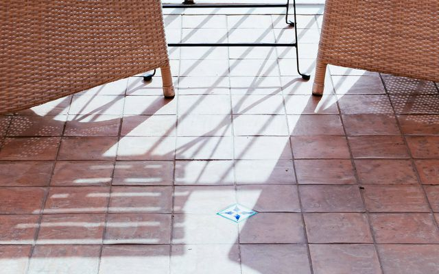 How to clean tiles on your balcony