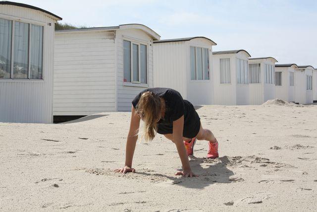 Die Plank gehört zu den klassischen Übungen des Bauchmuskeltrainings.