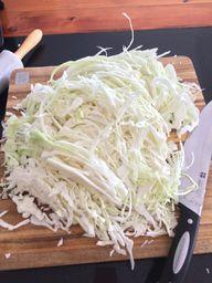Frisches Sauerkraut enthält viele Vitamine und Mineralstoffe.