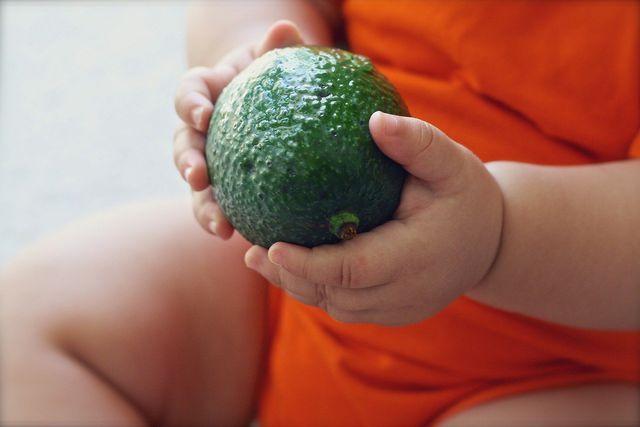 Mit der Baby Led Weaning-Methode führst du bei deinem Kind ohne Brei die Beikost ein.