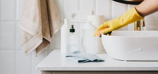 how to get rid of hard water stains