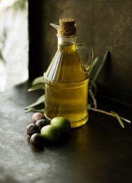 Olivenöl eignet sich gut als Grundlage für Bärlauchöl.