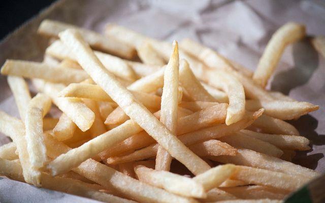 Chips, Pommes und Co.: Besonders Fast Food enthält viele Transfette.