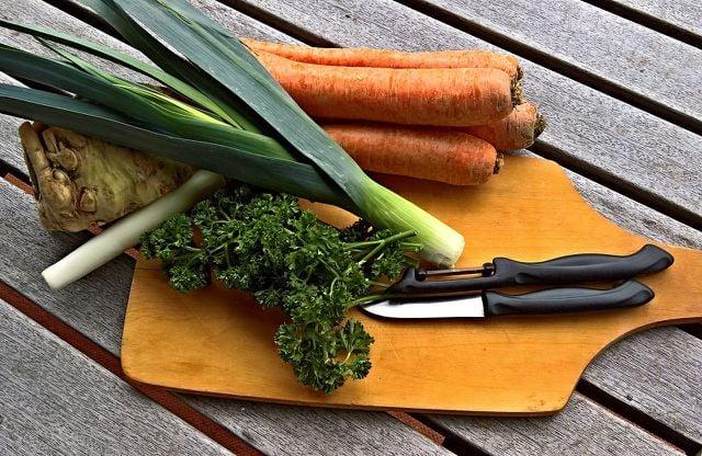 Die Zutaten für die Fastensuppe sollten möglichst Bio sein.