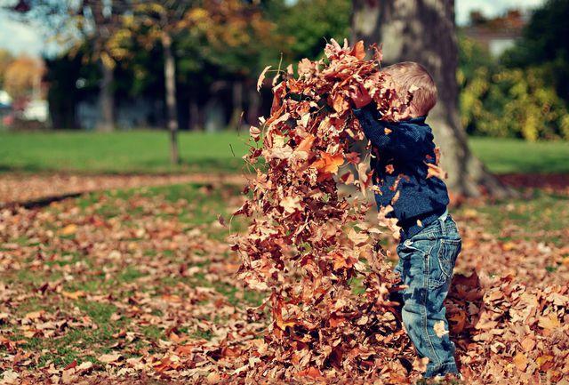 Kinder, die draußen spielen haben ausreichend Vitamin D.