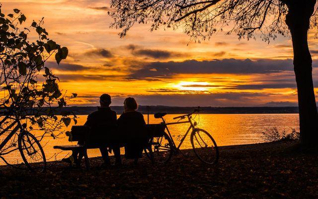 Fahrradurlaub Pärchen Sonnenuntergang
