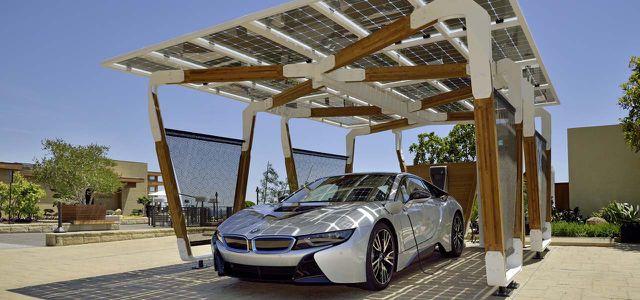 Solar-Carports sollen Elektroautos betanken und für mehr Nachhaltigkeit in der Elektromobilität sorgen.