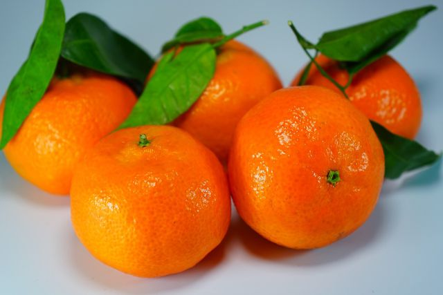 Statt Mandarinen kannst du auch Clementinen für deinen Schmand-Kuchen verwenden.