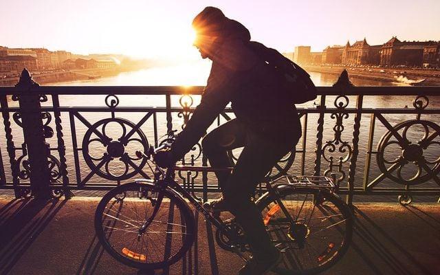 Sport an der frischen Luft kann dabei helfen, Erkältungen vorzubeugen.