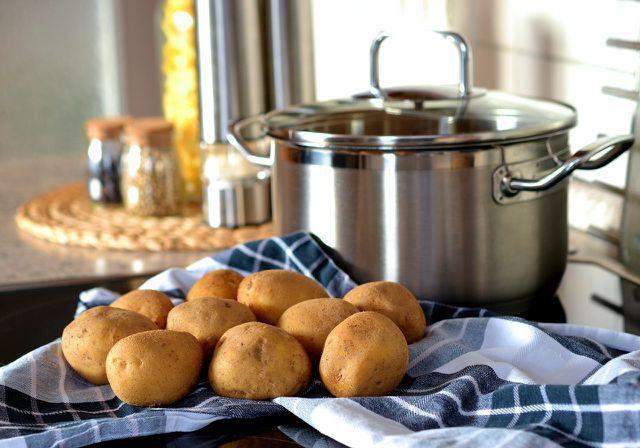 Kartoffelwickel versprechen schnelle Hilfe bei Erkältung und Husten.