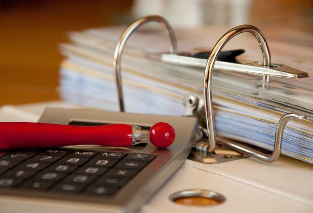 Im Haushaltsbuch schreibst du alle Ausgaben auf.