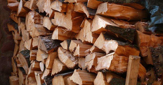 Heizen mit Scheitholz ist die ursprünglichste Art, zu heizen