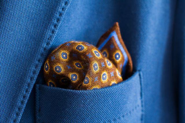 Schöne Stofftaschentücher sind Zierde und Alltagsgegenstand in einem.