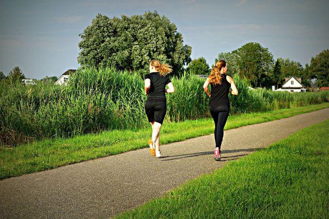 Beim Laufen können Hüftschmerzen auftreten.