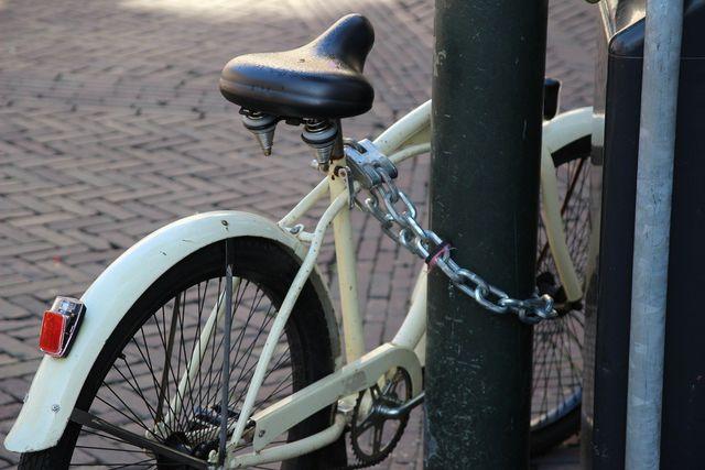 Auch ein geliehenes Fahrrad solltest du immer gut sichern.